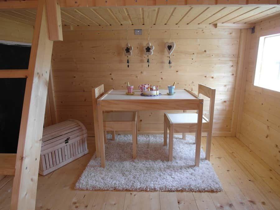 kinderspielhaus im garten tipps zur einrichtung. Black Bedroom Furniture Sets. Home Design Ideas