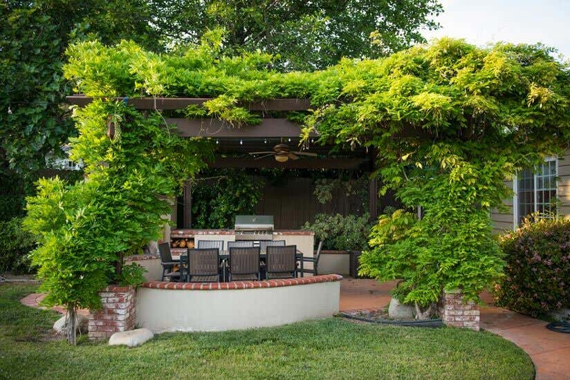 so errichten sie einen sichtschutz auf ihrer terrasse. Black Bedroom Furniture Sets. Home Design Ideas