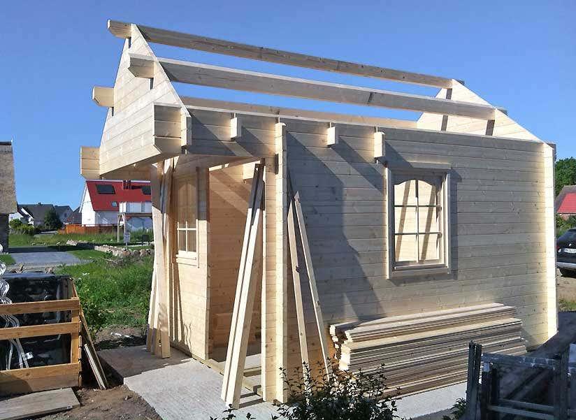 gartenhaus mit reetdach ein besonderes haus mit sauna. Black Bedroom Furniture Sets. Home Design Ideas