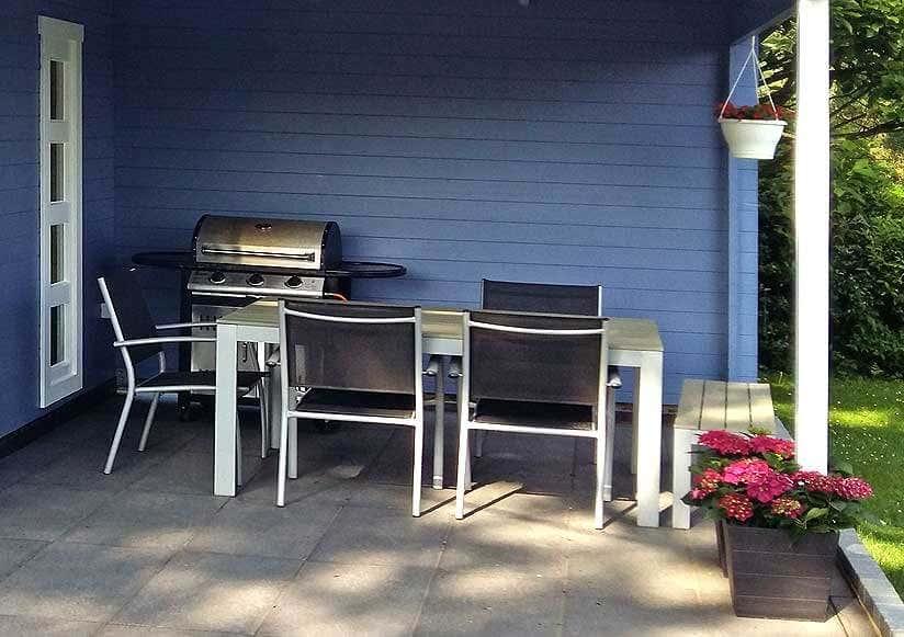 mut zur farbe ein 5 eck gartenhaus in taubenblau. Black Bedroom Furniture Sets. Home Design Ideas