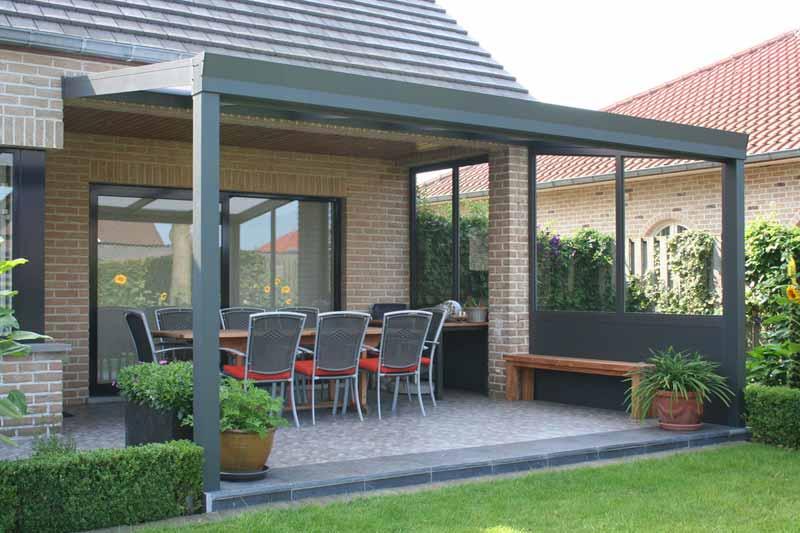 terrassenueberdachung-mit-festen-seitenwaenden-verglast-glas